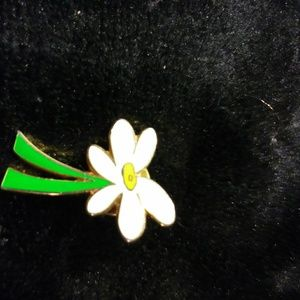 Jewelry - Daisy Pin/Bundle with 2 more $4 items for $10